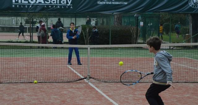 Serik'te Tenis Heyecanı Yaşandı