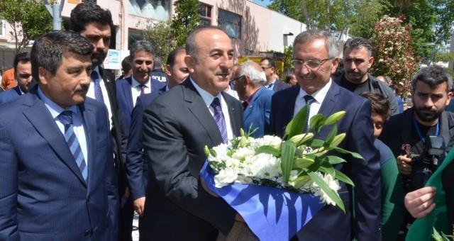 Bakan Çavuşoğlu, Serik Belediyesi'ni Ziyaret Etti