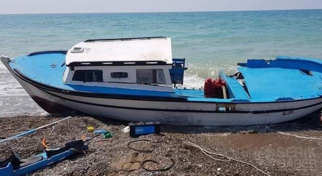 Kayalıklarda mahsur kalan amatör balıkçıyı, balıkçılar kurtardı