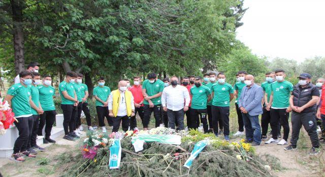 Serik Belediyesporlu futbolcular, Başkanlarını ziyaret etti