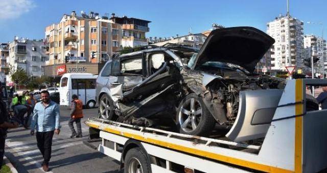 Antalya'da Kaza: 1 Ölü, 3 Yaralı