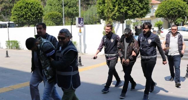 Manavgat'ta 73 Yaşındaki Kadını Dolandıran Şüpheliler Tutuklandı
