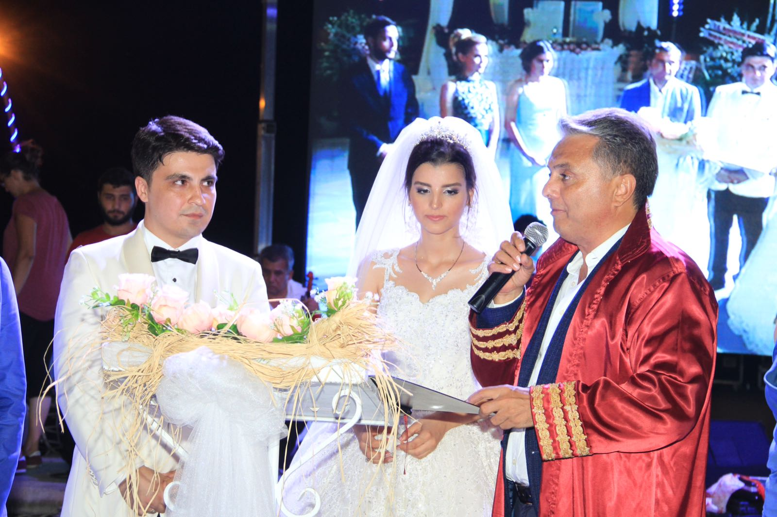 Yağmur Ve Ali Şahane Bir Düğünle Dünya Evine Girdiler