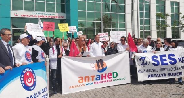 Antalya'da Aile Hekimleri 1 Günlük İş Bırakma Eylemi Yaptı