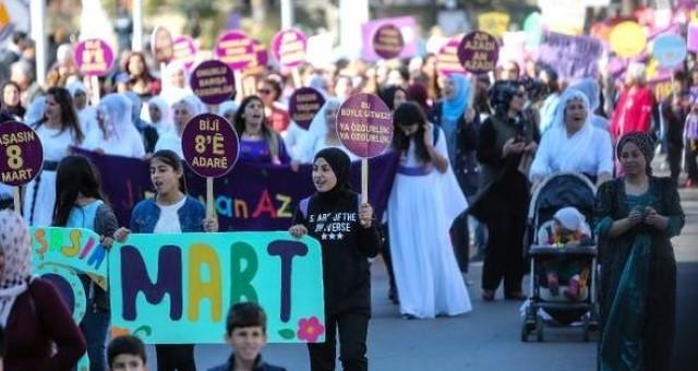 Cumhuriyet Meydanında Kadınlar 'Nafaka Hakkı' İçin Yürüdü