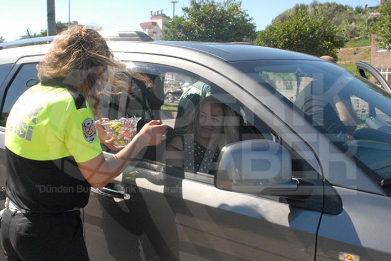 Polis'ten Sürücülere Bayram Şekeri