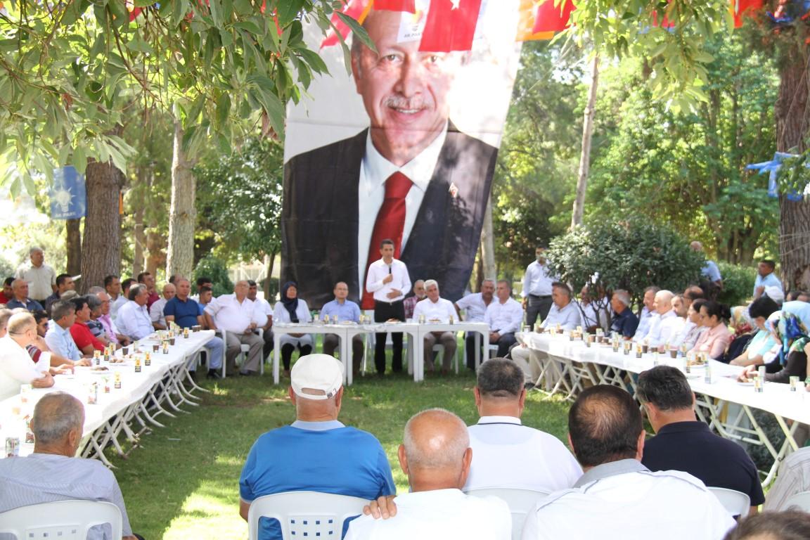 Serik Ak Parti'de Bayramlaşma DSİ Parkta yapıldı