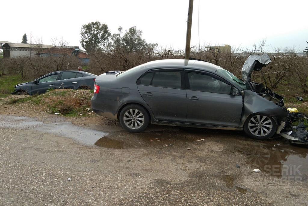 2 Otomobil Çarpıştı 4 Kişi Yaralı