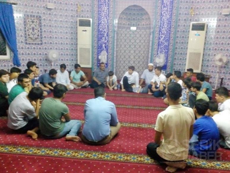 Gençler Orta Mahalle Camisinde İtikâfa Girdi