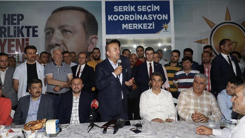 Bakan Çavuşoğlu Serik'te Sahur Programına katıldı