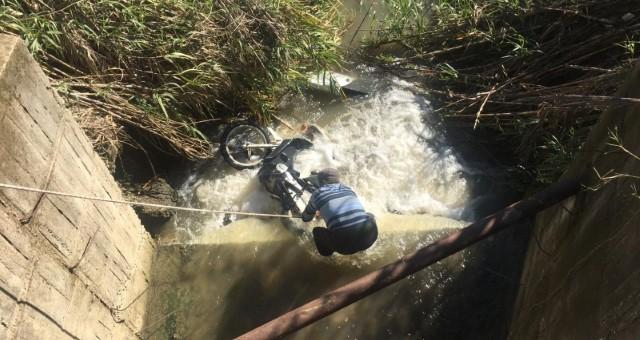 Motosiklet Dereye Uçtu: 1 Yaralı