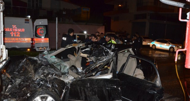Otomobil kamyona çarptı; 6 Suriyeli yaralandı
