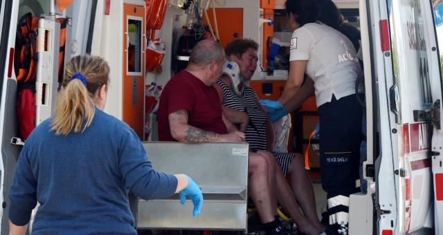 Antalya'da Turist Çift Kazada Yaralandı