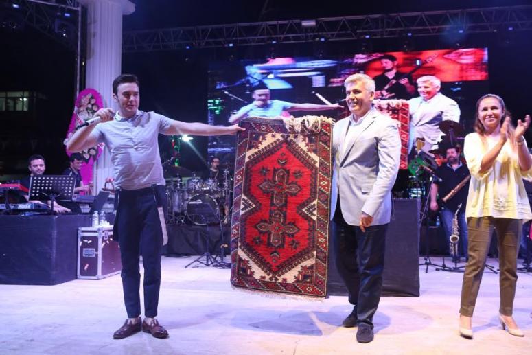 4. Geleneksel Çilek Festivalinde Ceceli konseri