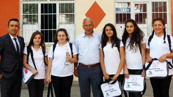 Tekeli Ortaokulu'na Mansiyon Ödülü
