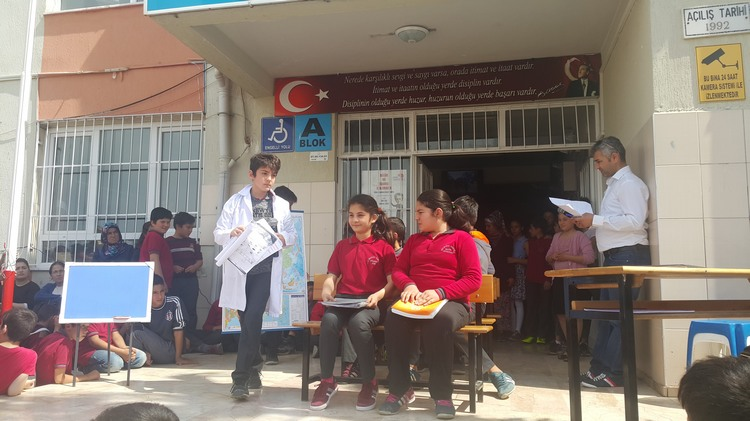 Hacı Mustafa Bankoğlu Ortaokulunda Dünya Tiyatrolar Günü