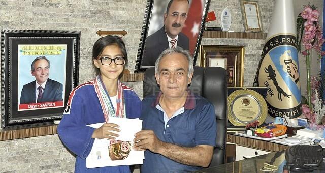 Başkan Savran'dan Hiranur'a Hediye