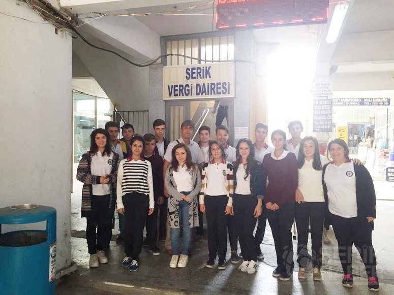 Hasan Güçlü öğrencilerinden vergi dairesi ziyareti