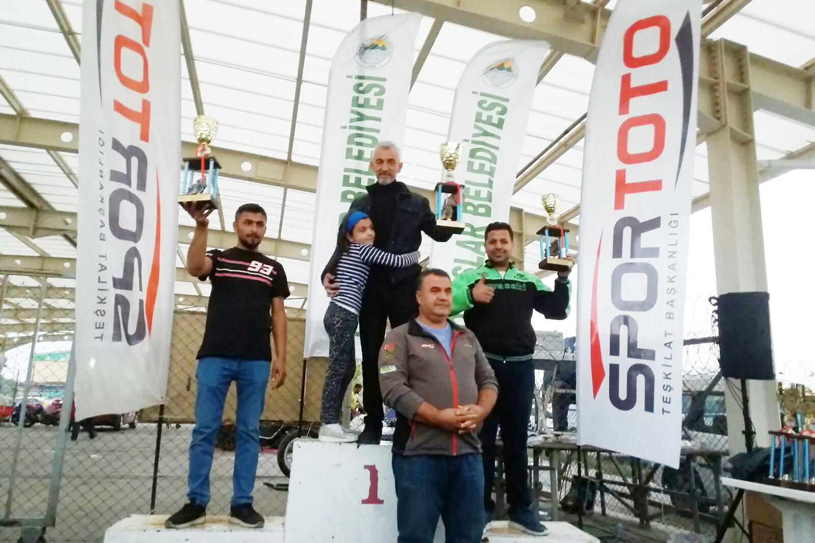 Avşar Çifti Motodrag'da toplam 10 kupa aldı