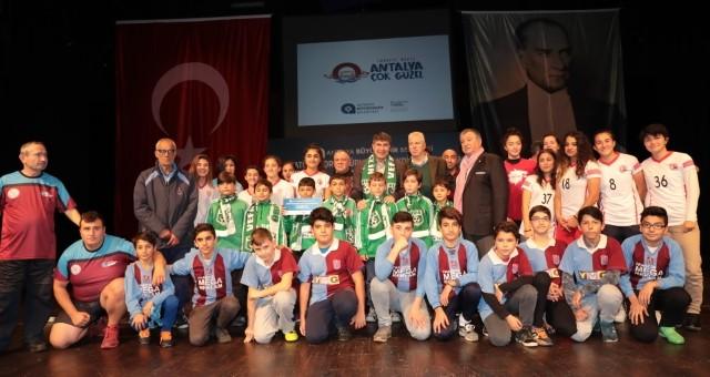 Spor Dostu Türel'den Amatör Kulüplere Büyük Destek