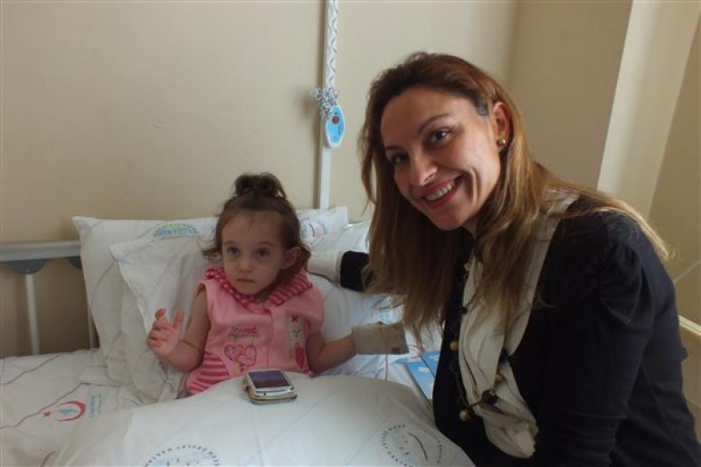 Esra Rüstemoğlu'ndan Hastane Ziyareti