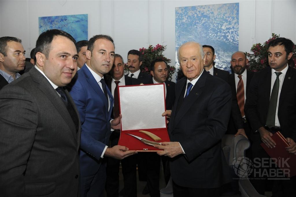 MHP İlçe Başkanı Coşkun'dan Bahçeli'ye özel hediye