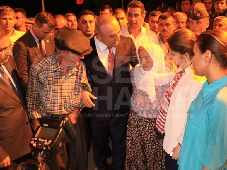 Bakan Çavuşoğlu'ndan Şehit Ailesine Ziyaret