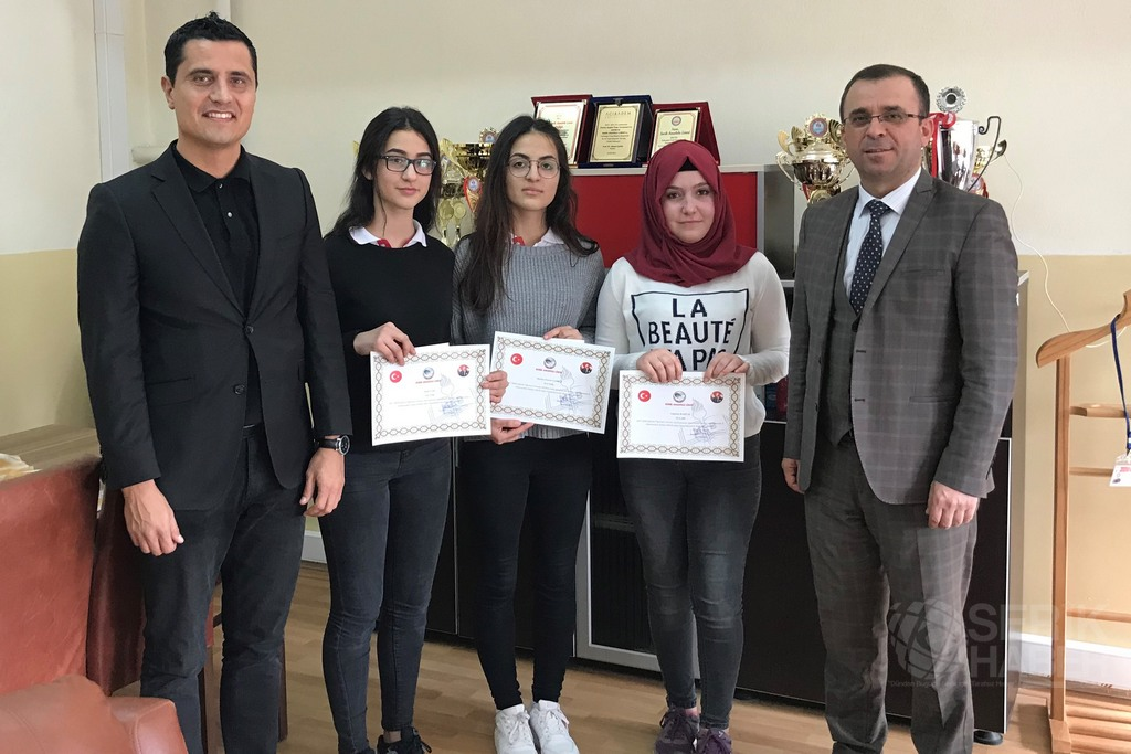 Serik Anadolu'da Ödüllü Resim Yarışması