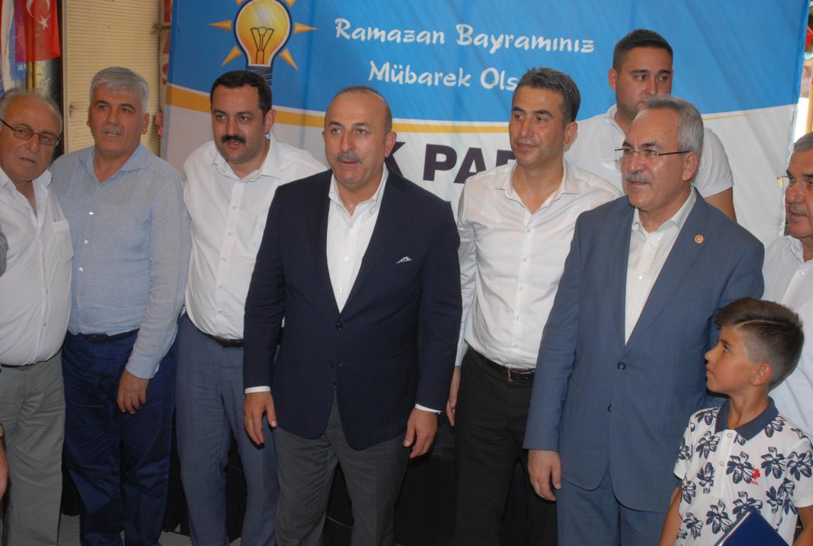 Bakan Çavuşoğlu Serikli Partilileri ile bayramlaştı