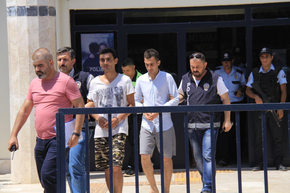 15 Temmuz afişlerini yırtan gençler adliyeye sevk edildi