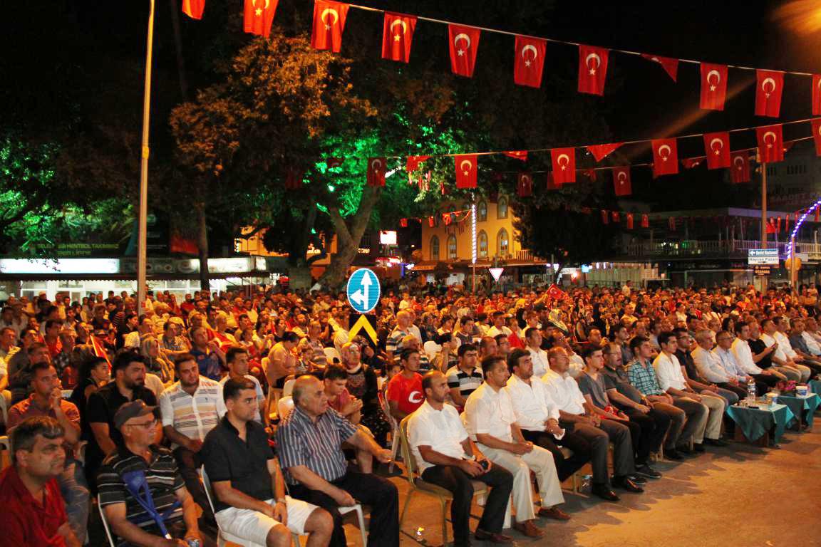 Serik'te 15 Temmuz anısına vatandaşlar yine nöbet tuttu